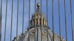 По данным испанской полиции, глава преступной группировки выдавал себя за дипломатического работника Ватикана