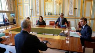Chống dịch Covid-19 : Tổng thống Macron chủ trì một cuộc họp tại điện Elysée. Ảnh ngày 23/03/2020.