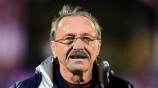 Jacques Brunel est nommé sélectionneur de l'équipe de France de rugby. Choisi par Bernard Laporte, l succède à Guy Novès.