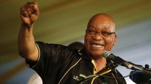 Jacob Zuma festeja su reelección a la cabeza del CNA, este 18 de diciembre de 2012.