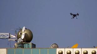 Photo publiée par la DGT, la Direction générale de la Circulation sur laquelle on peut voir un drone utilisé pour le contrôle routier.