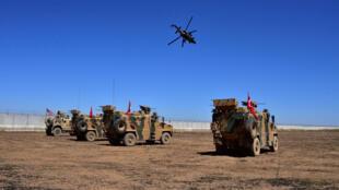 Des véhicules turcs et américains lors de la première patrouille conjointe entre les forces des deux pays le 8 septembre 2019.