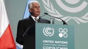 Abdullah Bin Hamad Al-Attiyah, de Qatar, presidente de la Conferencia de 2012, se dirige a los delegados presentes en la inauguración de la Conferencia de 2013, el 11 de noviembre, en Varsovia.
