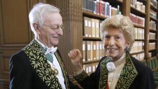 Sir Michael Edwards, alongside perpetual secretary Hélène Carrere d'Encausse, at the Académie française, Paris, on 22 May, 2014.