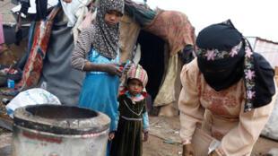 O conflito no Iêmen fez dois milhões de refugiados, segundo a ONU. A foto mostra um campo perto de Sana, em março.