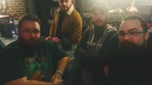 L'équipe des barmen au Meltdown de Rennes prêts à venir à la rescousse des femmes importunées par des hommes, si elles commandent le faux cocktail Œil d'Horus.