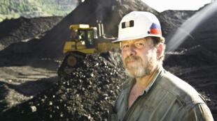 Un mineur dans une mine de charbon à ciel ouvert, dans le Colorado.