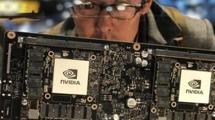 Dans la partie consacrée au secteur de l'automobile du CES, on peut s'extasier devant un processeur Nvidia.
