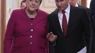 Le président russe Vladimir Poutine et la chancelière allemande Angela Merkel avant leur conférence de presse au Kremlin, le 11 janvier 2020.