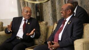 Shugaban Africa ta Kudu Jacob Zuma tare da Omar al-Bashir Shugaban kasar Sudan