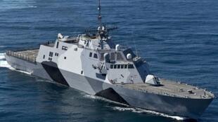 Tảu chiến cận duyên Mỹ USS Freedom (ảnh chụp 02/02/2013, nguồn: navy.mil/view_image.asp?id=144322)