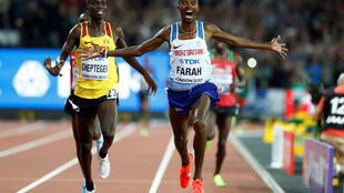 Mo Farah recorded the season's best time to claim his third successive 10,000m gold at the world championships.