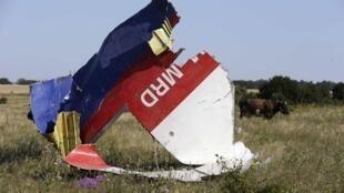 Обломки самолета, следовавшего из Амстердама в Куала-Лумпур, 26 июля 2014.