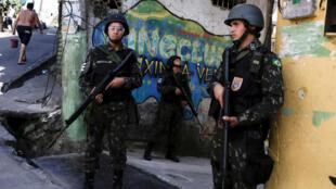 Militares voltaram às ruas da Rocinha desde o retomada da violência em setembro de 2017.