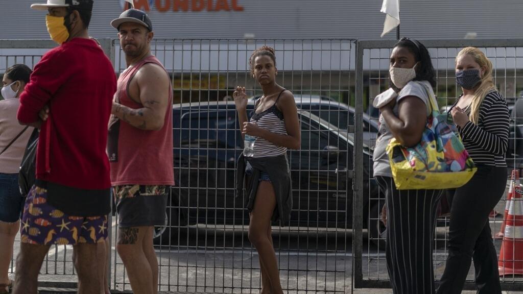 Au Brésil, le coronavirus progresse, les gouverneurs prennent des mesures