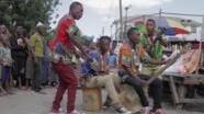 Wamwiduka wakifanya Onesho Mtaani