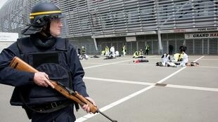 Ejercicio de entrenamiento en caso de ataque terrorista, Estadio Pierre Mauroy de Lille, el pasado 21 de abril de 2016.