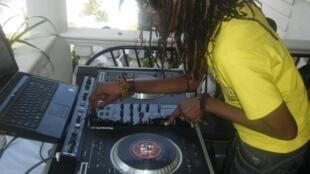 DJ Rachael in action