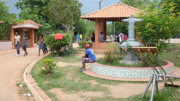 Le centre de loisirs Chacara Aliança, dans la banlieue de Rio Branco, transformé en abri pour les immigrés haïtiens, sénégalais et dominicains.