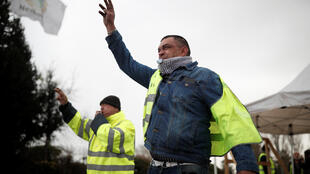 For the 9th weekend of 'Yellow Vest' protests, some protesters have called a mass demonstration in the central city of Bourges (Photo: a Yellow Vest protester in Nemours, France, 9 January 2019)s