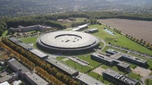 El sincrotrón SOLEIL es un tipo de acelerador de partículas usado por el Centro Nacional de Investigación Científica, el CNRS.