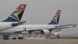 A l'aéroport de Kinshasa-Ndjili, les avions de plusieurs compagnies, dont South African Airways.