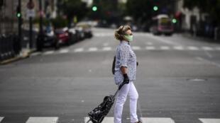 En une dizaine de jours, les appels au 144, le numéro d'urgence pour les victimes de violences faites aux femmes, ont augmenté de 60% dans la province de Buenos Aires.