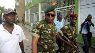 Le général Godefroid Niyombaré arrive à la RPA, le 13 mai au soir.
