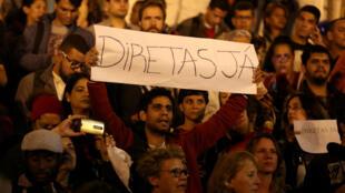 Manifestantes do Rio de Janeiro protestaram nesta quinta-feira (18) e pediram a realização de eleições diretas.