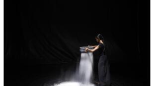 «aSH», mis en scène par Aurélie Bory, à la Scala de Paris.