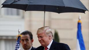 Дональд Трамп у Елисейского дворца в Париже, 10 ноября 2018 г.
