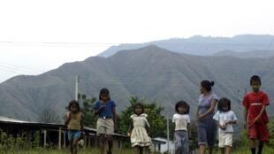 Si los gobiernos no acentúan sus esfuerzos, al menos 20 millones de niñas latinoamericanas se habrán casado para el año 2030. Foto de 2007 en el Cauca, Colombia.