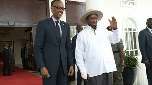 Rwandan President Paul Kagame (left) and Ugandan President Yoweri Museveni (right) pose for photographers at State House in Entebbe on 25 March 2018.