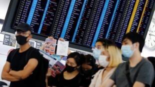 اعتراضات در هنگکنگ همچنان ادامه دارد و فرودگاه بینالمللی این کشور دیگر مسافران را ثبت نام نمیکند.