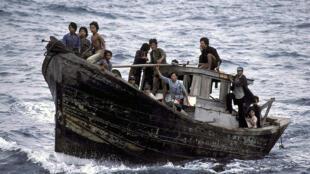 Boat people quittant le Vietnam en 1982