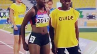 Correndo com um guia, Edmilsa conquistou no ano passado a medalha de ouro nos Jogos Africanos, realizados na República do Congo.