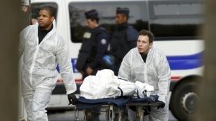 A proximité du Bataclan à Paris, où 89 personnes ont trouvé la mort, le 13 novembre 2015.