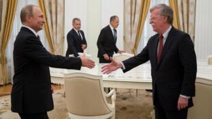 На встрече Болтона и Путина присутствовали глава МИД Сергей Лавров и министр обороны Сергей Шойгу