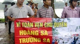 Trung Quốc điều tàu ngư chính xuống Hoàng Sa vào đầu tháng 9/2011, công khai vi phạm chủ quyền Việt Nam, ít lâu sau khi cuộc biểu tình tại Hà Nội phản đối Bắc Kinh ngày 21/08/2011 trên đây đã bị chính quyền trấn áp.