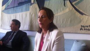 Ségolène Royal lors d'un point de presse à la résidence de l'ambassadeur de France après sa rencontre avec le ministre congolais du tourisme, le 14 mars 2016.