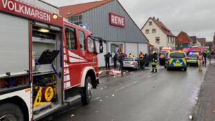 Selon des médias locaux, au moins dix personnes ont été blessées ce lundi à Volkmarsen.