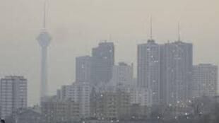 مدارس شهرهای متعددی از ایران از جمله تهران در تمام مقاطع تحصیلی امروز و فردا یکشنبه و دوشنبه ۱۵ و ۱۶ دسامبر / ۲۴ و ۲۵ آذر به دلیل افزایش آلودگی هوا تعطیل است.