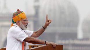 លោកនាយករដ្ឋមន្ត្រី Narendra Modi ពេលថ្លែងសន្ទរកថា នៅថ្ងៃបុណ្យុឯករាជ្យជាតិឥណ្ឌា ថ្ងៃទី១៥ សីហា ២០១៩ ពីវិមានក្រហម ក្រុងញូដេលី។