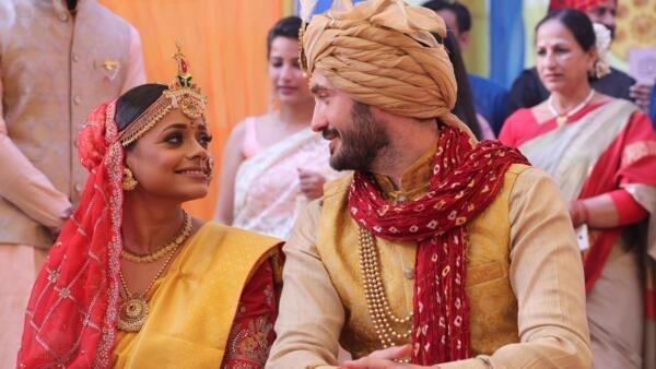 Los novios, una india y un español, durante la ceremonia en la ciudad de Lucknow.