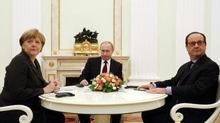 Encontro da Chanceler Angela Merkel, da Alemanha, com os presidentes Vladimir Putin, da Rússia e François Hollande, da França em 6 de fevereiro de 2015.