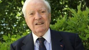 Maurice Herzog, mountain climber, politician, businessman