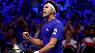 La France, vainqueur de la dernière coupe Davis, affrontera l'Italie ce week-end. En photo, le français Jo-Wilfried Tsonga, en finale de coupe Davis, à Lille, le 24 novembre 2017.