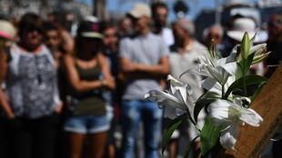 Les Niçois rendent hommage aux victimes de l'attentat du 14 juillet sur la promenade des Anglais, 48h après l'attentat qui a fait 86 morts et 458 blessés.