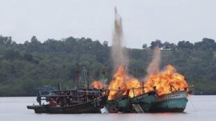 Indonesia nhiều lần phá hủy tầu cá nước ngoài đánh bắt bất hợp pháp trong hải phận Indonesia