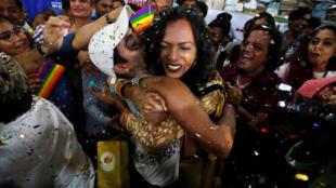 Представители индийского ЛГБТ-сообщества в Мумбаи радуются решению о декриминализации одноплых браков